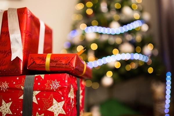 joululahjoja ja kuusi