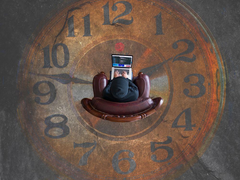 oman ajan johtaminen